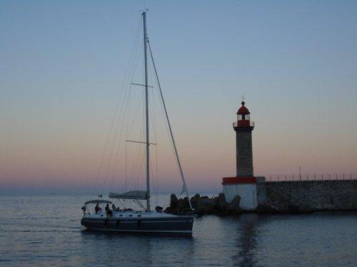 Sailboat arriving atBastia
