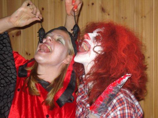Marianne and Myriam eatingmice