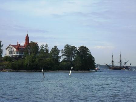 Götheborg passes Klippan island