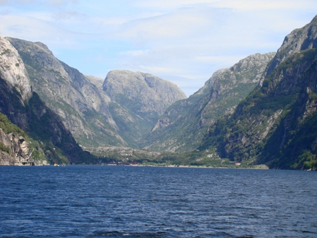 The ferry approaches Lysebotn in the end of the fjord